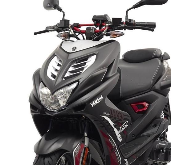 2015-Yamaha-AER50N-EU-Power-Black-Detail-005