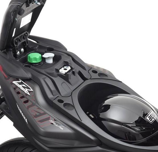 2015-Yamaha-AER50N-EU-Power-Black-Detail-007