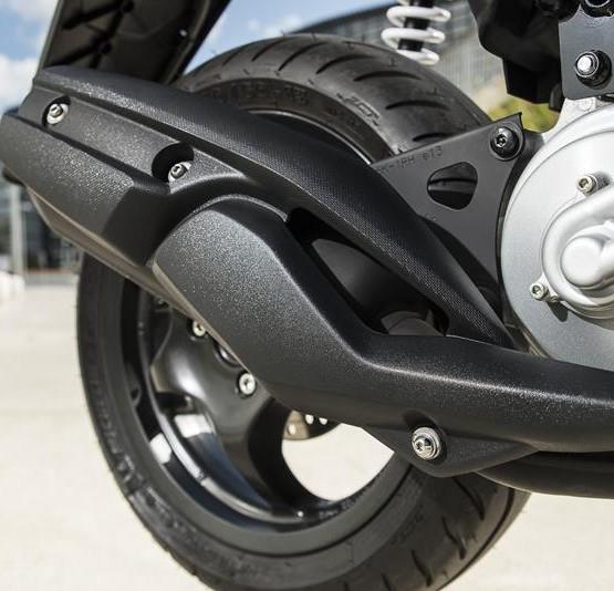 2015-Yamaha-Aerox-R-EU-Race-Blu-Detail-009