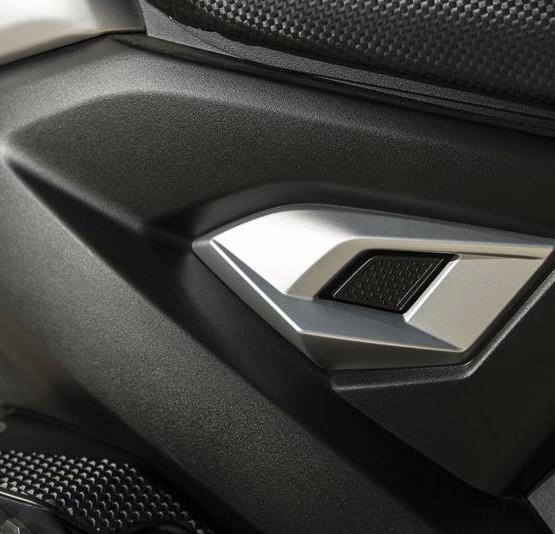 2015-Yamaha-Aerox-R-EU-Race-Blu-Detail-012