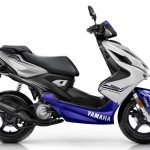 2015-Yamaha-Aerox-R-EU-Race-Blu-Studio-002