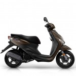 2015-Yamaha-Neos-4-EU-Mocaccino-Brown-Studio-002