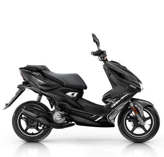 2016-Yamaha-AER50N-EU-Power-Black-Studio-002