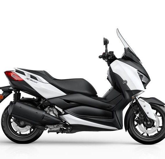 2017-Yamaha-X-MAX-300A-EU-Milky-White-Studio-002